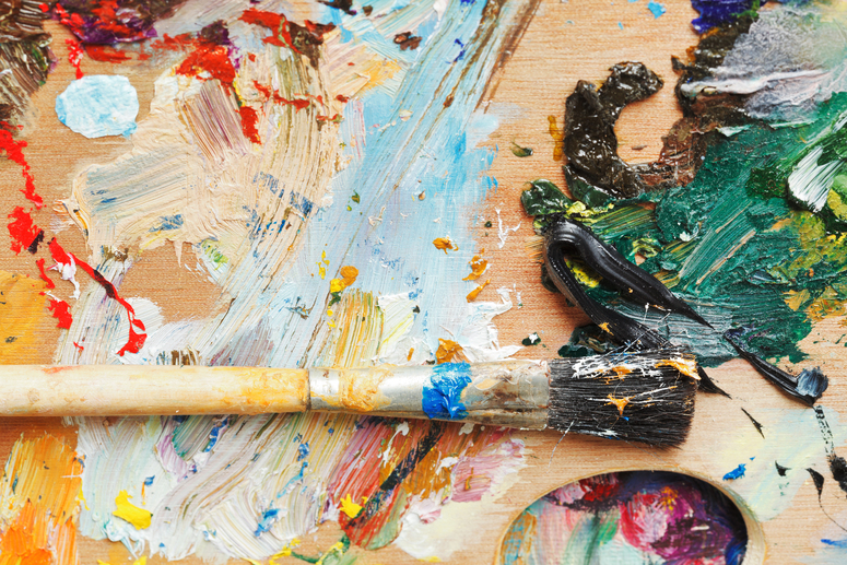 paint-brush-on-wooden-artistic-pallette